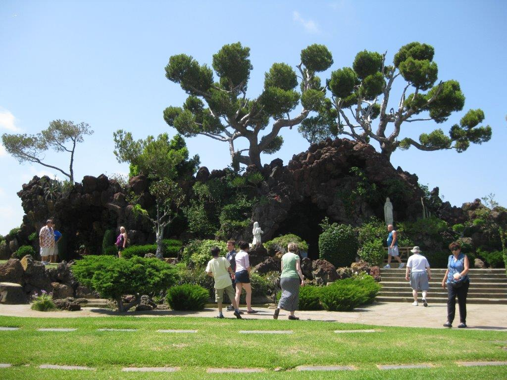 Sons search the famous grotto area of Holy Cross where Bing Crosby, Jack Haley, Bela Lugosi and many more are buried.
