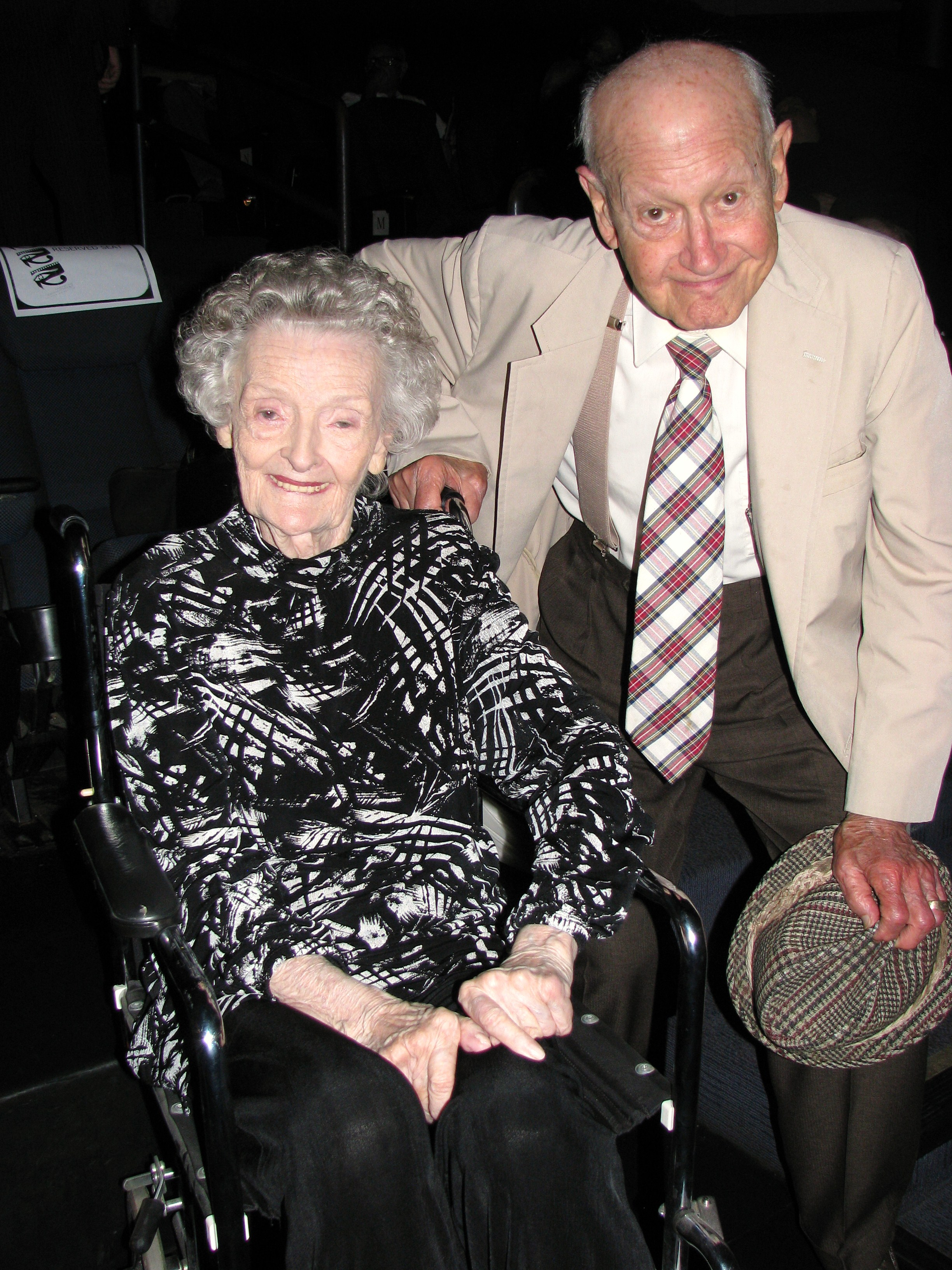 Long time friend of Stan Laurel and character actor Booth Colman greets Lois Laurel Hawes (sadly Booth passed away soon after the convention)