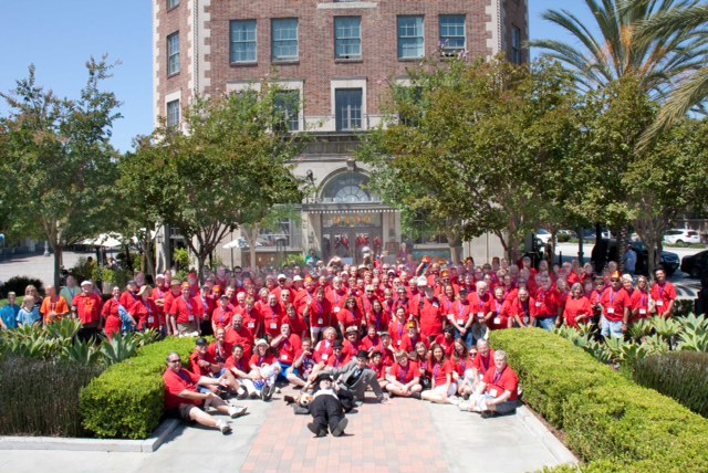 All Sons and their red shirts took a group shot in front of the Culver Hotel making it the largest photo of Sons in front of a L&H filming location ever! (Photo by Maria Melnyk)